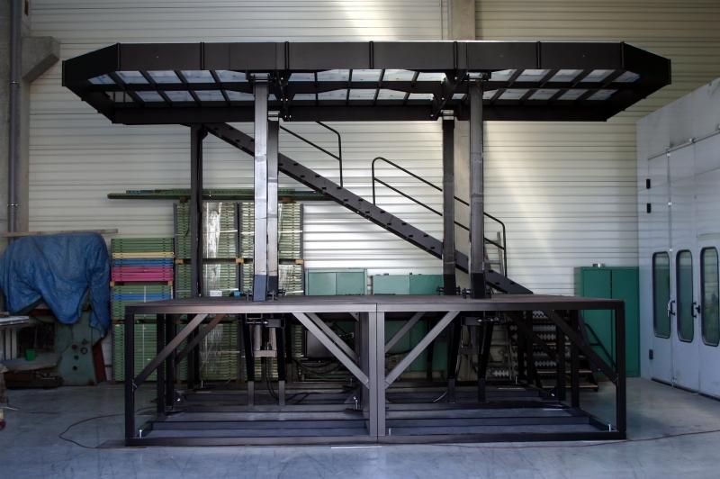 typ: Speciální hydraulické pódium mobilní,  kód: 3043-6136-301-0143, pro hudební produkci s hydraulickým ovládáním pohybu plošiny nahoru a dolů