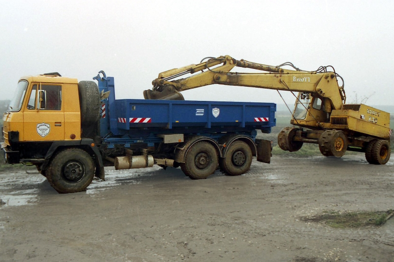 typ: ABL-500PED1250-9.2DS,  kód: 2086-2564-scan-10037, kontejner vybavený třmenem pro ukotvení lžíce ramena bagru Broyt umožňuje přepravu kontejneru a bagru současně